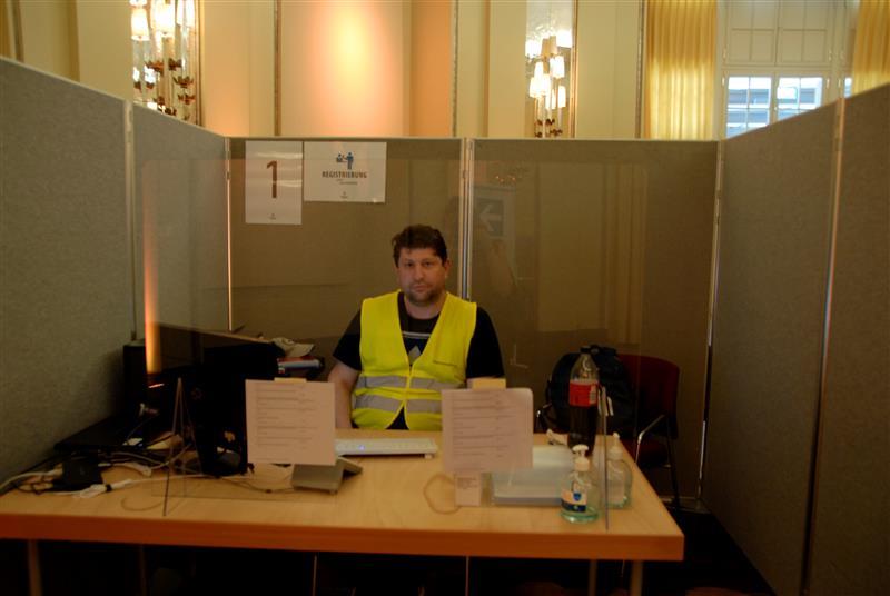 Registrierung der Personen im Kurhaus Baden-Baden